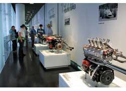 Галерея гоночных моторов автомобилей BMW послевоенного периода. На переднем плане – двигатель BMW M10 (1966 г.).