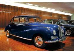 Самый быстрый в свое время седан (по нем. Limousine) в Германии – BMW 502 3.2 Liter Super (1957–61 гг.). V8, 3168 см куб., 140 л. с., 175 км/ч.