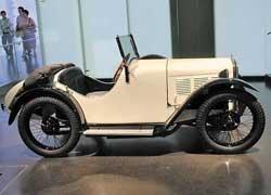 Двухместный BMW 3/15PS DA Typ Wartburg продавался успешно, но недолго (1930–31 гг.). 4 цил., 748,5 см куб., 18 л. с., 95 км/ч.