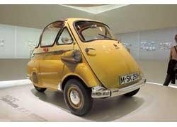 Итальянская лицензия – 2-местный микроавтомобиль с дверью спереди – BMW Isetta 200 Standart (1955–57 гг.). 1 цил., 245 см куб., 12 л. с., 85 км/ч.