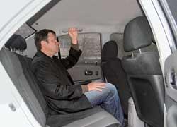 По запасу свободного места для ног сидящих сзади Mazda 323 лишь немногом проигрывает лидеру – Focus.