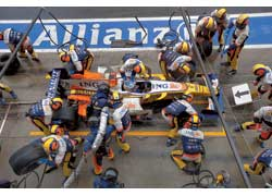 Алонсо угадал с пит-стопом, что помогло ему занять четвертое место на финише.