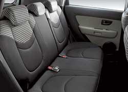 Очертания кузова Kia Soul подчеркнуто внедорожные. Ведь именно стиль, а не реальная проходимость интересует многих покупателей SUV.