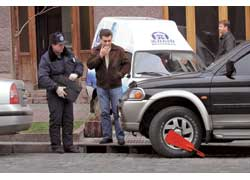 Работники ГАИ получили право временно задерживать транспортные средства с помощью блокиратора или эвакуатора.