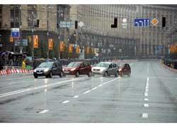 Кроме спортивных машин, на Крещатике показали новинки Renault, среди которых – Dacia Sandero.