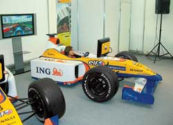 Посетители шоу могли почувствовать себя гонщиком на автосимуляторе.