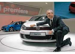 Бестселлер Golf представлял босс Volkswagen Мартин Винтеркорн...