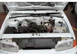 Несмотря на продольную компоновку, двигатель «Нивы» удалось поместить в коротком моторном отсеке «Самары».