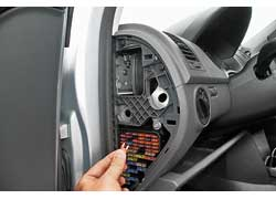 Неисправности ABS имитировали путем отключения предохранителя системы.