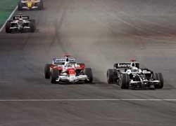Дуэль Росберга и Трулли на первых кругах гонки закончилась красивейшим обгоном и последующим подиумом для Нико.