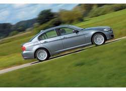 Для разгона до «сотни» BMW 335i с «автоматом» необходимо всего 5,8 с., а ее максимальная скорость ограниченна электроникой на отметке 250 км/ч.