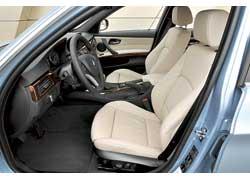 Великолепные сиденья 335i оснащены электроприводами и памятью.