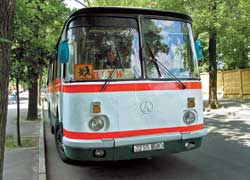 Скорость движения автобусов и микроавтобусов при перевозке организованных групп детей по любым автодорогам не должна превышать 80 км/ч (ранее допускалось 90 км/ч).
