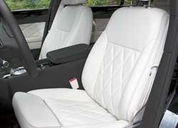 Палитра наружных цветов седана и отделки салона стала шире. По-прежнему можно выбрать вариант оформления на собственный вкус. Стеганая отделка сидений и дверных панелей – обязательное условие для версии Speed.