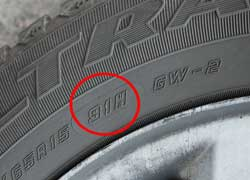 Индекс грузоподъемности шины в цифровом виде нанесен на боковине шины рядом с буквенным индексом скорости.