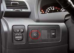 В Toyota помыть фары можно независимо от стекла.