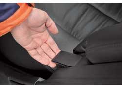 В Toyota Camry можно легко менять наклон спинок, выбирая из двух положений.