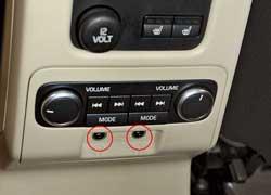Два пассажира на заднем ряду могут слушать через наушники радиопрограммы на свой выбор.
