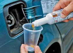 Некоторые автопроизводители рекомендуют присадки, очищающие топливную систему.