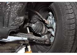 Подвеска Nexia – разумный компромисс между комфортом и жесткостью. Благодаря этому по управляемости у машины второй результат в нашем тесте. Однако покупателю придется самому заботиться о защите двигателя.
