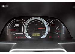 Спидометр машины намекает на ее возможности во время каждого включения зажигания.