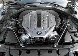 Пока из ворот завода в Дингольфинге не выехала Alpina В7 в новом кузове, 4,4-литровый мотор с двумя турбинами остается самым мощным (407 л. с.) у 7 Series. На 750-й предыдущего поколения 4,8-литровый «атмосферник» развивал 367 л. с.