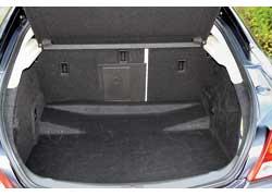 Вместительность багажника Opel Insignia впечатляет – 500 л у нотчбека и 520 л у лифтбека.