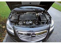 2,0-литровый турбомотор, развивающий 220 л. с., выдает такой же момент (350 Нм), как и 2,8-литровый 260-сильный турбированный «собрат».