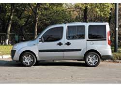 Боковые распашные двери чаще встречаются с правой стороны автомобиля, а вот с левой они устанавливаются в более дорогих версиях.