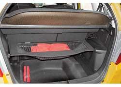 Багажник Jazz вмещает 399 литров! В полу есть ниша объемом 64 л. Полка в полу трансформируется в удобный сетчатый карман.