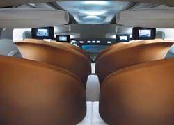 У Renault Ondelios три ряда идентичных самолетных сидений, причем все они размещены по возрастанию, как в амфитеатре.
