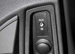 AUX-in разъем позволяет слушать музыку и создавать в бортовой системе свою фонотеку.