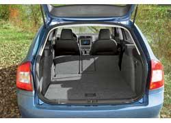 Одним из козырей Octavia по-прежнему является вместительный багажник, объем которого у версии с кузовом универсал варьируется, в зависимости от положения сидений, от 580 до 1620 литров.