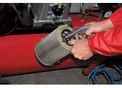 Между заменами воздушный фильтр желательно 2–4 раза чистить сжатым воздухом.