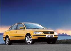 Новое поколение VW Passat B5 представлено 4-дверным седаном
