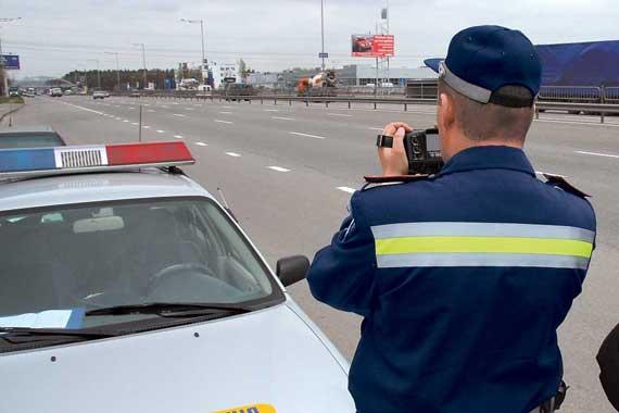Применение фото- и видеофиксации нарушений ПДД предусмотрено ст. 14-1 КоАП Украины. При подобном документировании наказывается владелец транспортного средства (ТС).