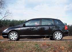Благодаря многорычажной конструкции задней подвески и более жестким настройкам ходовой Civic отличается лучшей устойчивостью.