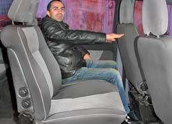 На каждом из трех рядов сидений Vito свободного места хватает для комфортной посадки людей различного роста и телосложения.