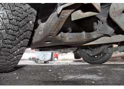 Общий недостаток «механики» и «автоматов» – недолговечность пластиковых пыльников наружных ШРУСов – они «ходят» 30–40 тыс. км. Стойки стабилизатора служат также 30–40 тыс. км, «расходники» передней подвески – около 100 тыс. км, задней – 150–200 тыс. км.