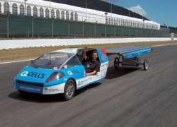 Учитель из Швейцарии Луис Палмер совершил кругосветное путешествие на автомобиле, работающем на солнечных батареях