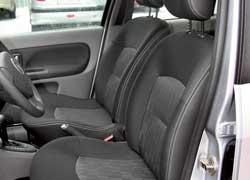 Кресла «Симбола» обеспечат некоторым водителям более удобную посадку. Вращающийся барашек дает более тонкую настройку наклона спинки.