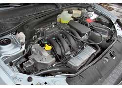 Renault Symbol при равном объеме мотора 1,4 литра отличается 16-ю клапанами и большей мощностью – 98 л. с.