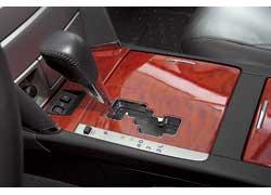 Пятиступенчатая автоматическая трансмиссия Toyota Camry работает мягко и быстро. При необходимости ускориться АКП охотно переключается на две ступени вниз. Для солидного седана большего и желать нечего. Нет разве что дополнительных режимов – зимнего или спортивного.