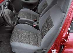 Daewoo Lanos предлагает минимум настроек. Спинка регулируется по нескольким фиксированным положениям.
