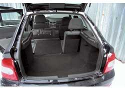 У 2172-го больший объем багажника (от 400 до 1300 литров) и более ровная площадка