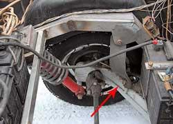 Задняя подвеска смонтирована на стандартных рычагах от ЗАЗ-968, предварительно переделанных для параллельности хода колес.