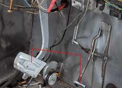 Под ногами водителя только две педали – сцепление электромобилю не нужно.