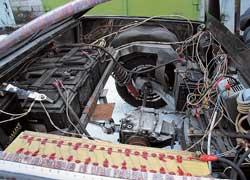 Большую часть кормового отсека занимают тяговые аккумуляторы и электроника.