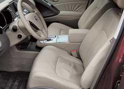 Электрические регулировки обоих передних сидений у Murano есть во всех комплектациях. Диапазон регулировок шире.