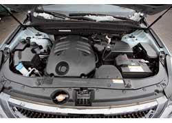 У бензинового мотора «Веракруза» больше литраж (3,8 л), мощность (260 л. с.) и крутящий момент (348 Нм).